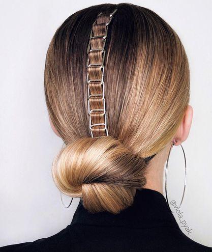 Мінімалістичний пучок — зачіска на Новий рік 2021