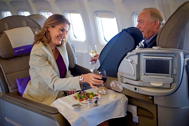 Авиакомпании, которые щедро наливают в полете: OpenSkies
