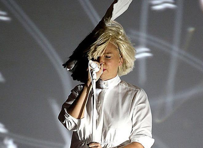 Sia объявила орасставании смужем