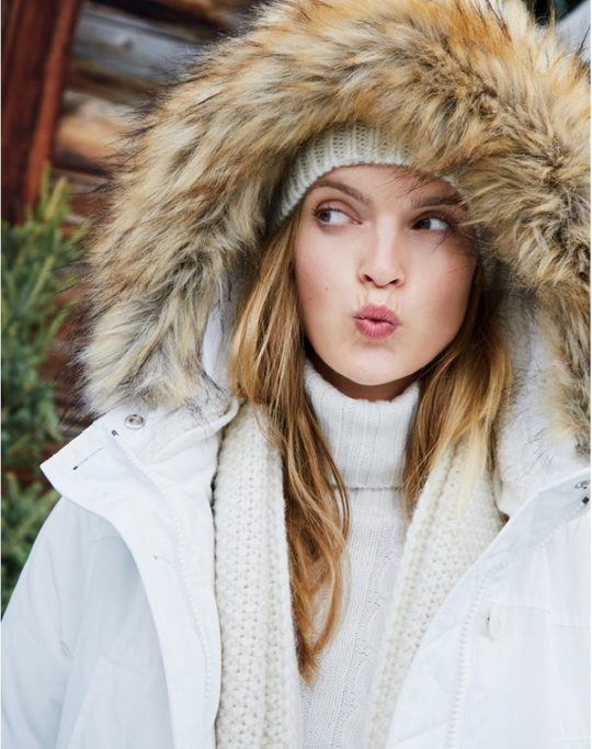 Легко повторить: 11 зимних луков на каждый день