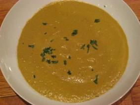 Сыроедческий суп из перца с карри
