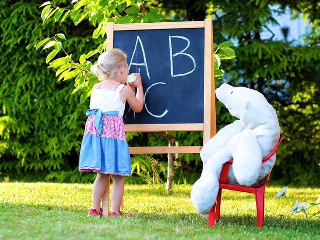 День вчителя, дитина, ведмедик