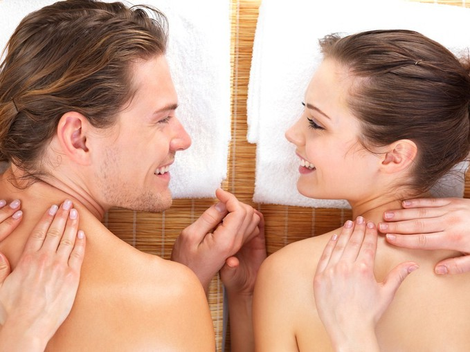 здивуй себе і партнера сеансом еротичного масажу на двох