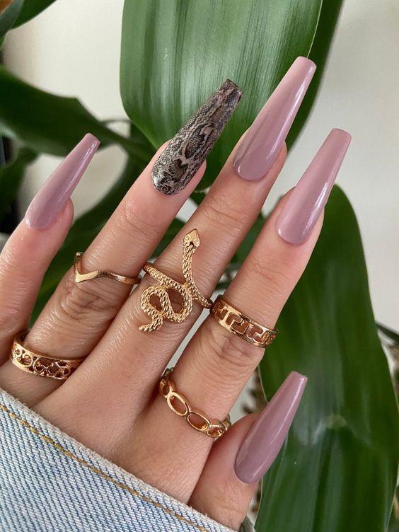 Маникюр рептилия — новый микротренд рисунков на ногтях