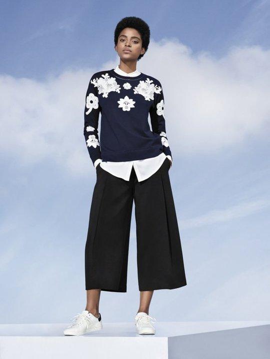 Виктория Бекхэм создала коллекцию одежды с кроличьими хвостами