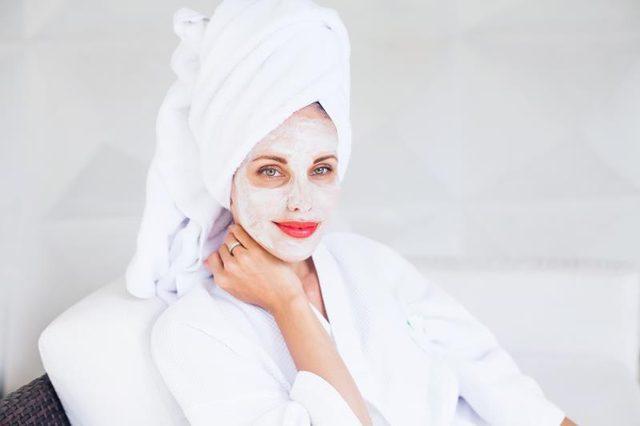 Как увлажнить лицо: маски с минеральной водой