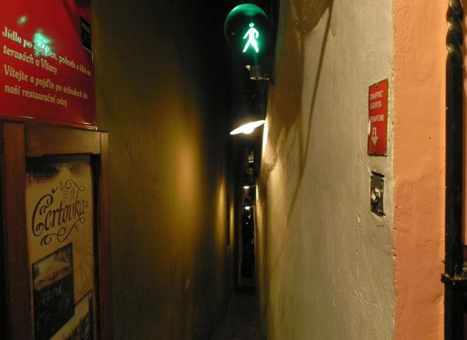 """Що подивитися в Празі: """"Винарня Чортиця"""" - одна з найвужчих вулиць світу"""