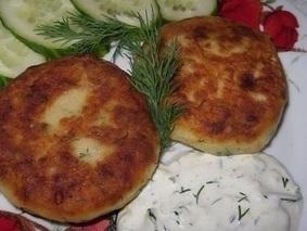 Котлеты из картофеля, сыра и укропа с грибами соус