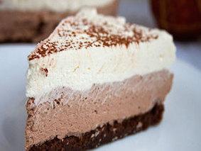 Трехслойное шоколадное пирожное