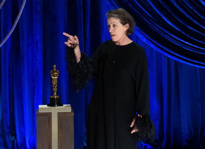 """Фрэнсис Макдорманд на церемонии """"Оскар-2021"""""""