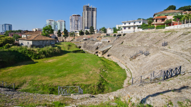 Пам'ятки Албанії: бетонні бункери, стародавні пам'ятники і похмурі легенди