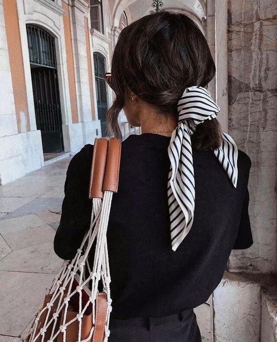 Как носить шелковый шарф осенью 2020