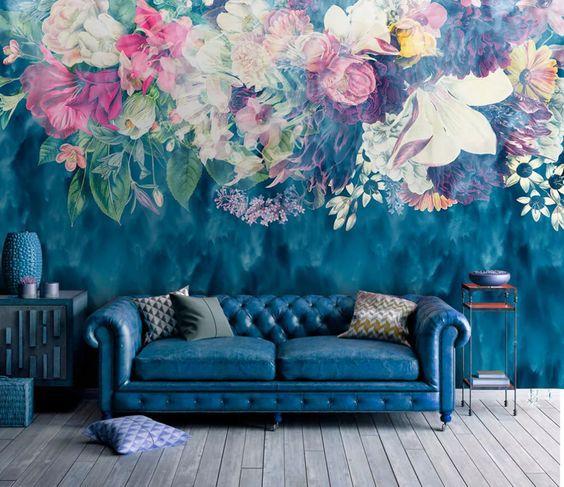 Цветочные принты на стенах