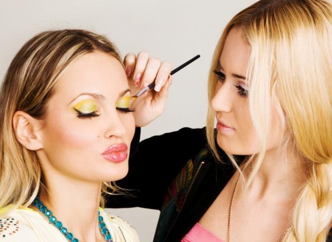 макияж 2010 - в моде золото и коралл