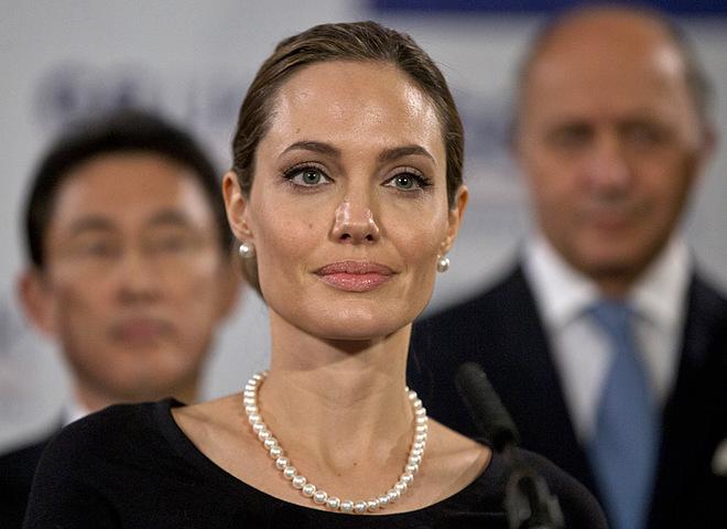 Анджеліна Джолі показала сивину