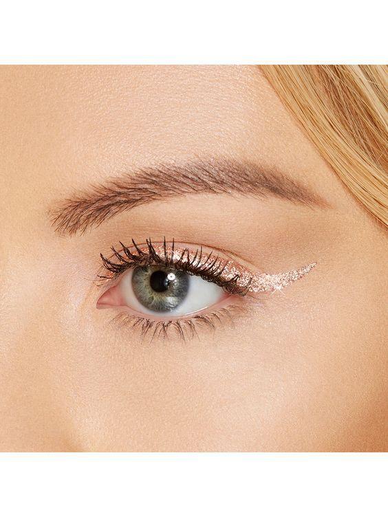 Праздничный макияж 2020: блестящие стрелки