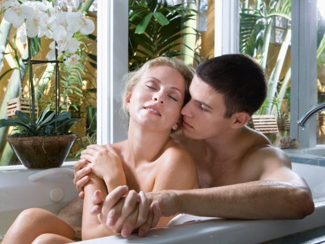 Секс в ванной с мальчиками