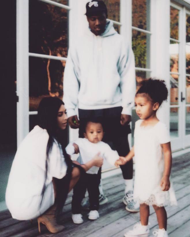 Семейные фото Ким Кардашьян (Instagram)