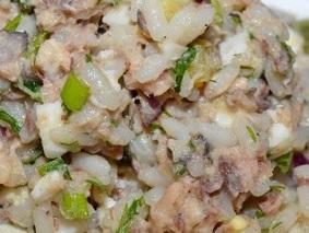 Салат с консервированной рыбой