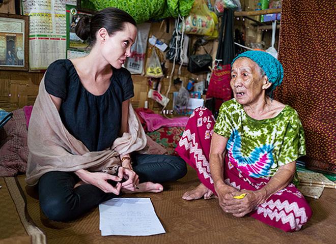 Анджеліна Джолі відвідала М'янму