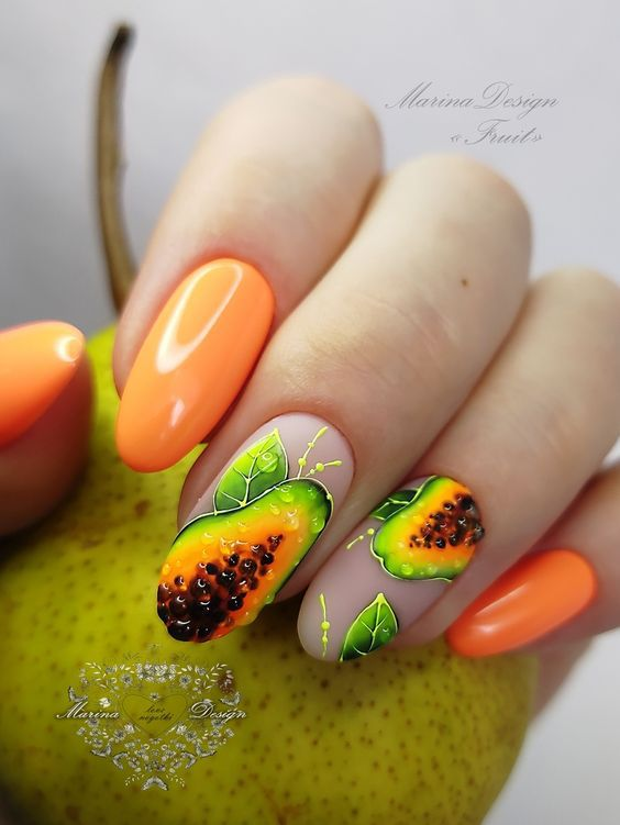 Модные идеи фруктового маникюра на лето