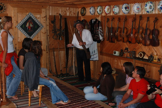 Новый год 2013 в Карпатах: музей гуцульского быта, этнографии и музыкальных инструментов Романа Кумлика