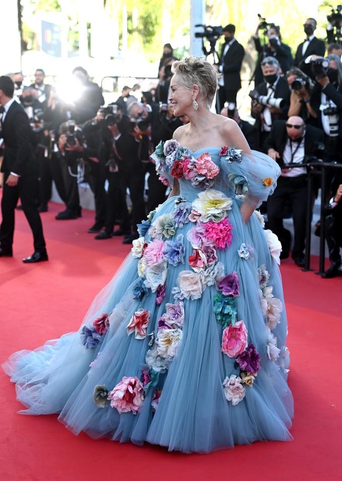 Шерон Стоун у вбранні Dolce & Gabbana на Каннському кінофестивалі 2021