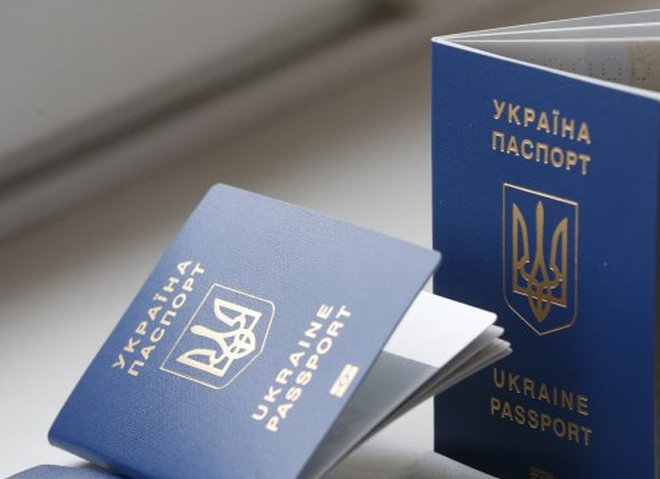 Как выглядит и сколько стоит биометрический паспорт Украины
