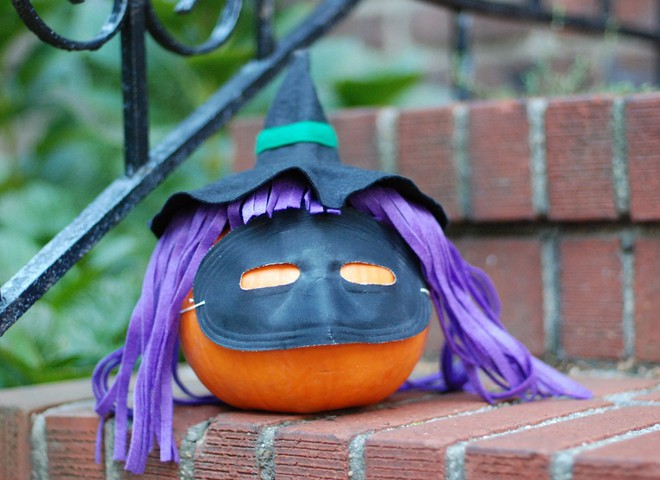 Хэллоуин: тыквы, метлы, ведьмы и шабаш