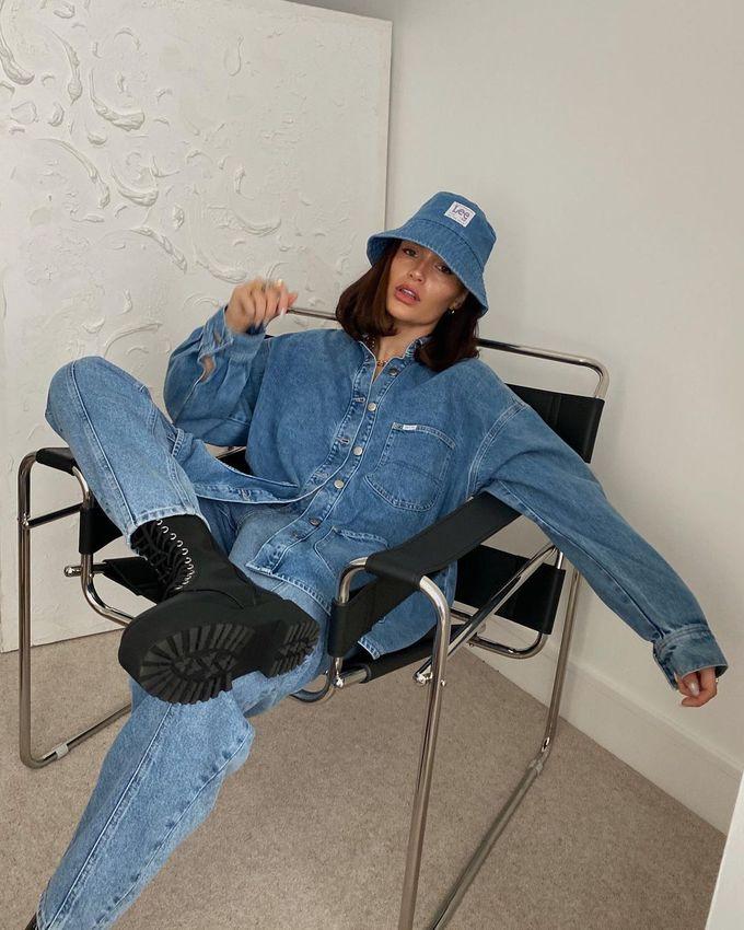 З чим носити джинси навесні 2021: джинсова сорочка