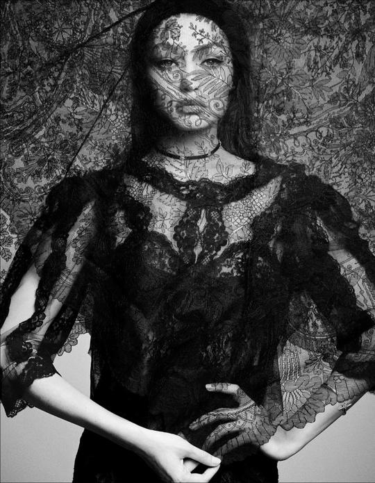 Джіджі Хадід в фотосесії для Vogue Japan