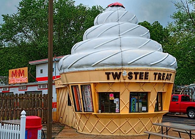5 зданий от которых потекут слюнки у туристов: Дом-мороженое - «Твисти Трит» - США