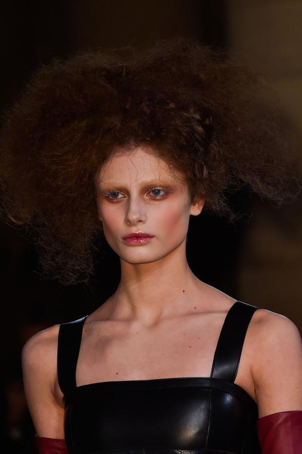 Бьюти-образ моделей с показа Alexander McQueen Осень 2015