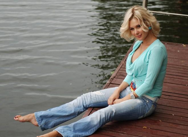Катя Бужинська багато чау присвячує своїй доньці