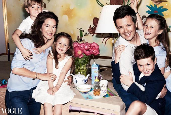 Принц Фредерик и принцесса Мэри с детьми (фото)