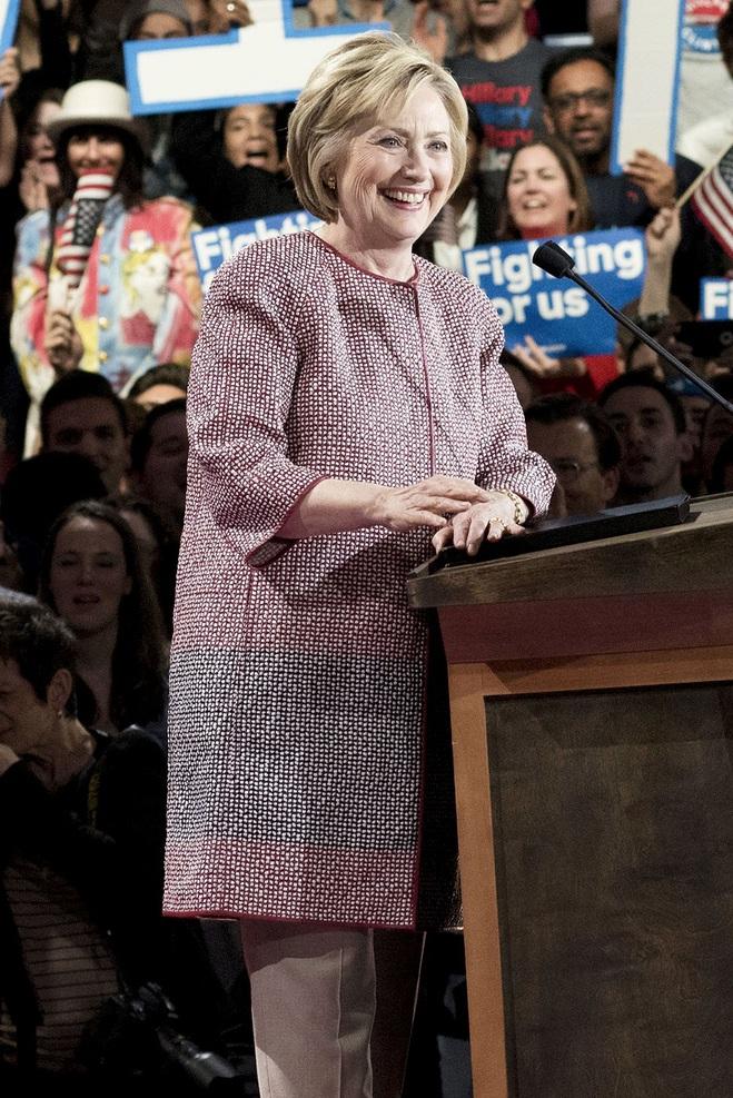 Хілларі Клінтон в жакеті за $ 12 495