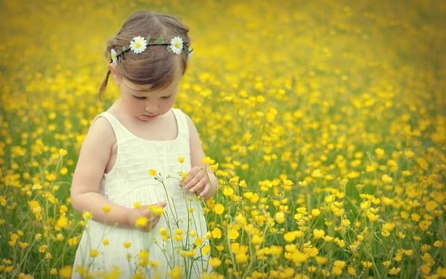 Деточка в цветочках