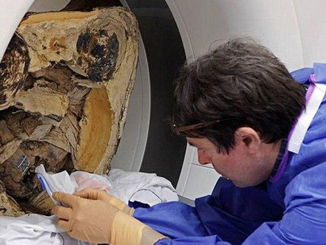 В древней статуе Будды нашли мумию