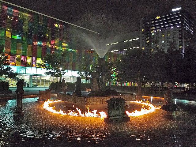 Найнезвичайніші фонтани: Фонтан Боротьби, Монреаль