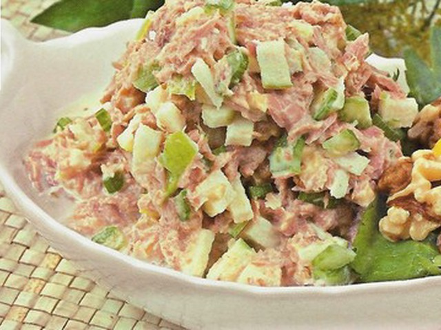 Низкокалорийный салат из тунца