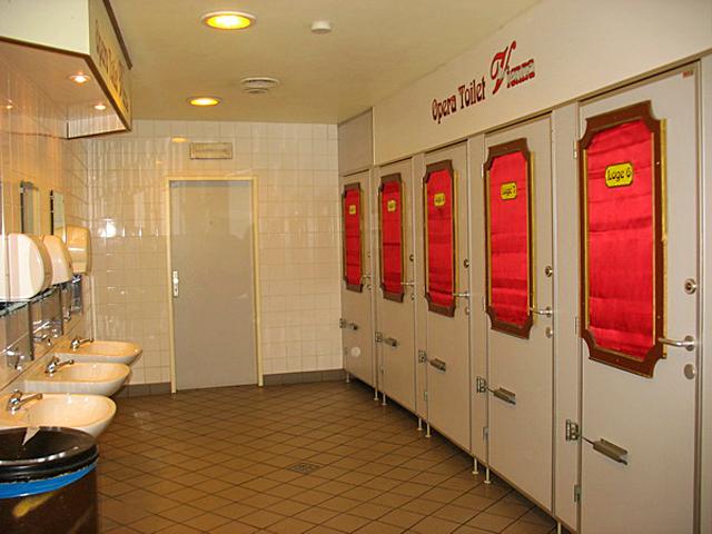 Громадські туалети різних країн: Австрія