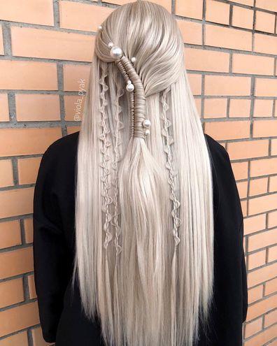 Розпущене волосся — зачіска на Новий рік 2021