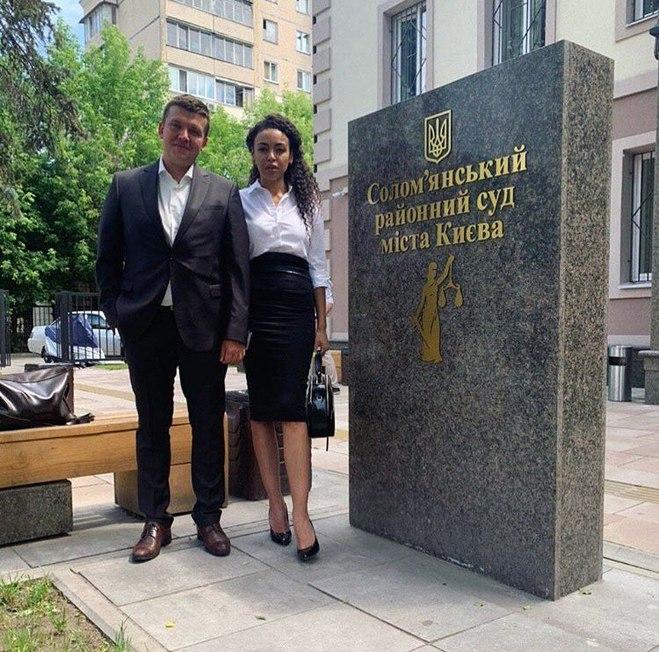 Полина Ололо с адвокатом