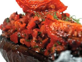 Баклажаны на гриле с сальсой из помидоров