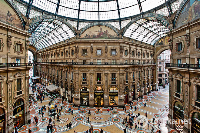 Різдвяні розпродажі в Мілані