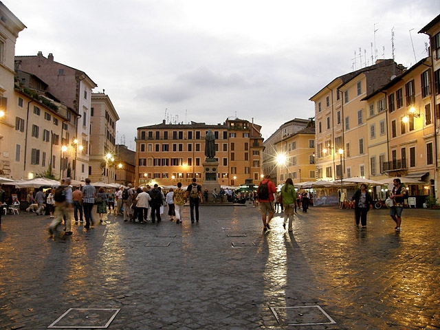 Достопримечательности Рима: Кафе на Кампо ди Фьори
