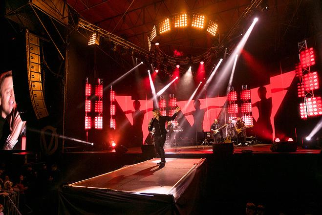 Олег Винник дал концерт в память о родителях