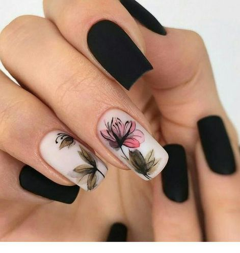 Матовий манікюр: квітковий принт