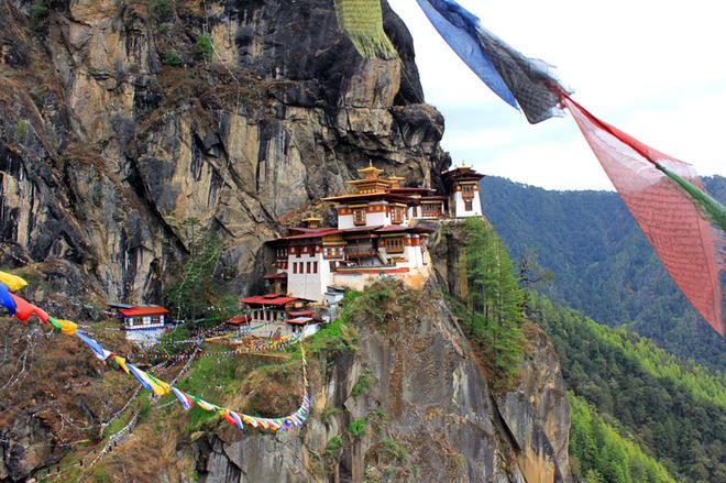"""Лігво тигриці"" над прірвою: монастир Такцанг-лакханг"
