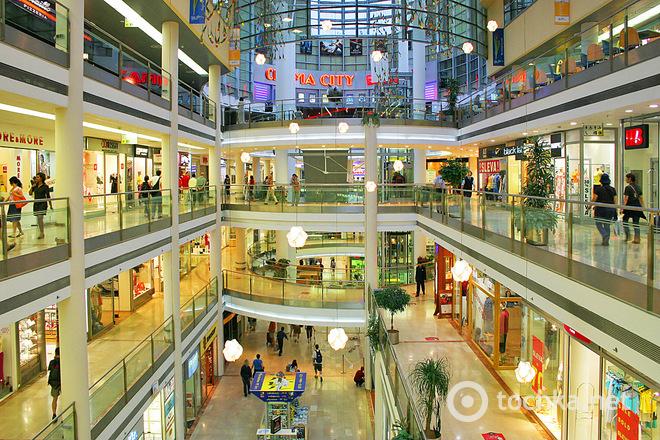 Куда поехать за покупками зимой: шопинг в Праге